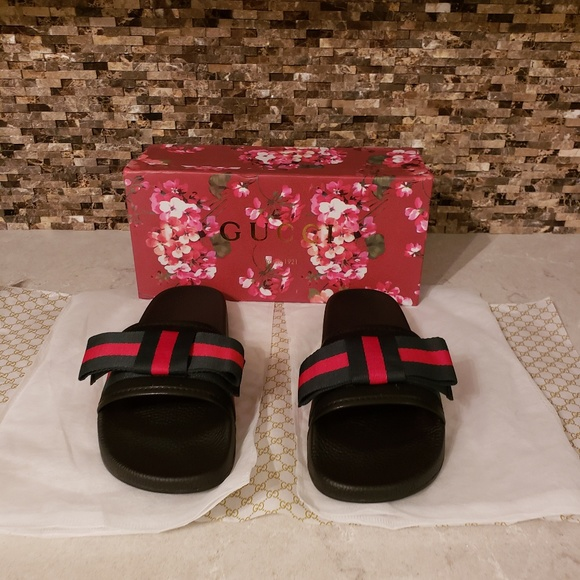 8181675271f9dc Gucci Web Bow Sandal Slides